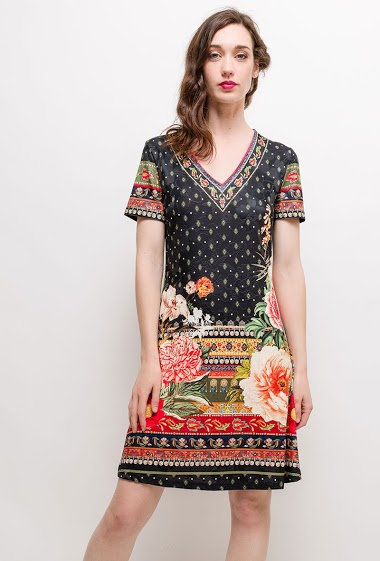 Dress with printed flowers, strass. The model measures 177cm and wears S/M. Length:95cm