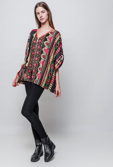 Printed top with zip, loose fit. The model measures 180 cm and wears S/M