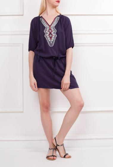 Dress with colorful embroideries, V neck, tie front with pompons, belt at the waist, short sleeves
