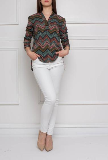 Cotton top with geometric print, collar V, long sleeves