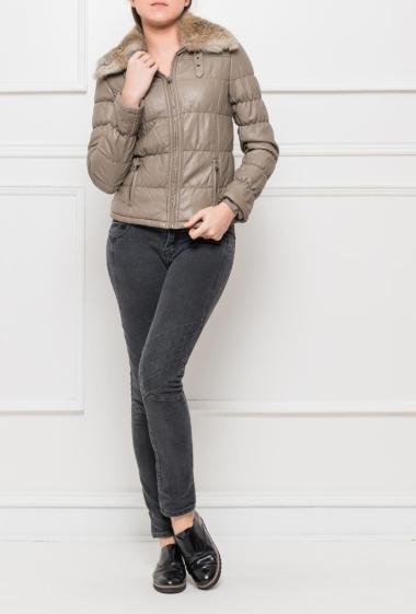 Short jacket with removable collar in fur, zipped closure