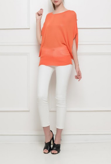 Summer knit sweater, sleeves with buttons, loose sleeves TU corresponds to T38, composition: other = Rayon