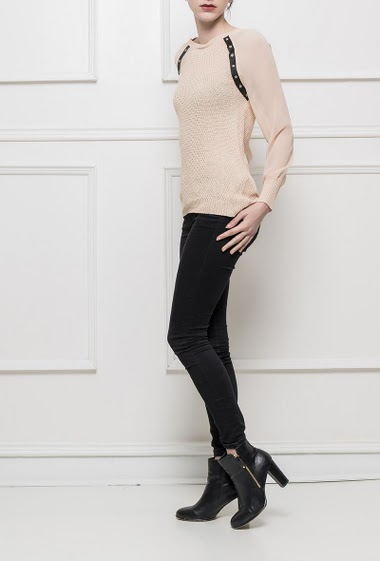 Chic sweater with transparent sleeves, yoke in imitation leather decorated with eyelets, zip back closure