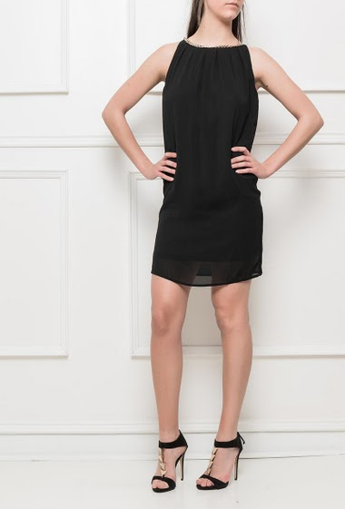 Sleeveless dress, collar decorated with a chain, zip back closure with a gold button, regular fit
