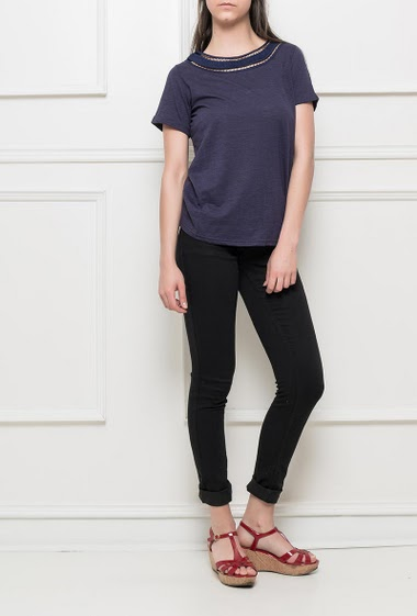 Short sleeves t-shirt, fancy neckline