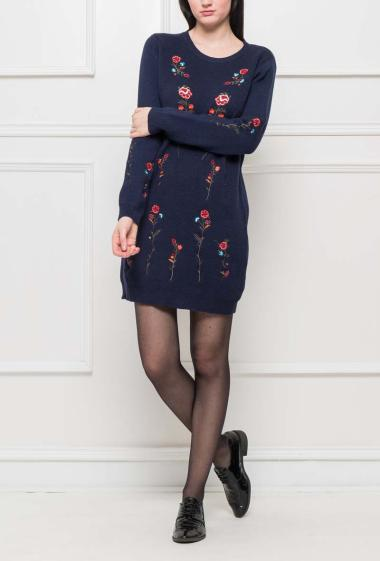 Sweater dress with embroidered flowers, casual fit