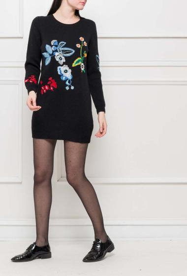 Knit dress with embroidered flowers, casual fit