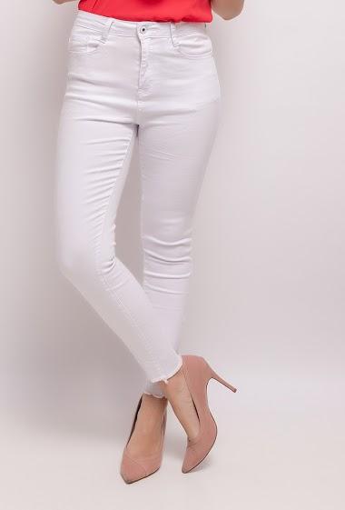 Pantalón skinny con tobillos rasgados