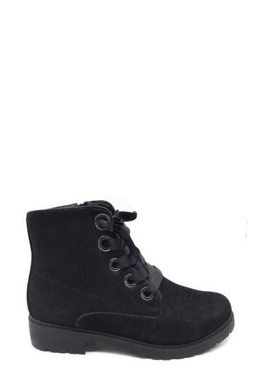 Boots avec lacets en tissu. Fermeture éclair sur le côté. Semelle intérieur en cuir