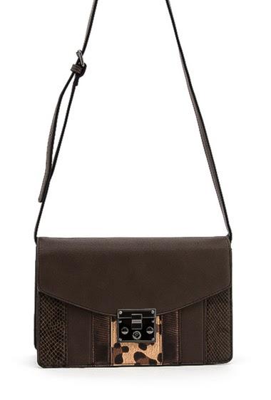 Crossbody bag. Dimension:  27*18*10 cm