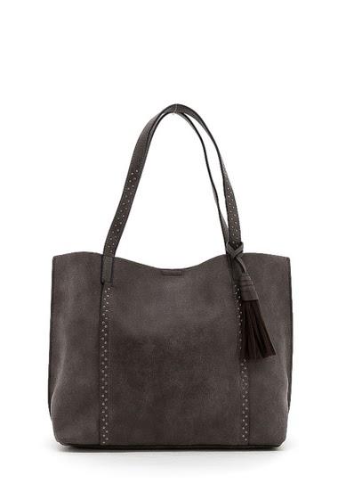 Shoulder bag. Dimension:  48*31*15 cm
