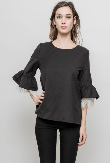 Blouse with ruffle 3/4 sleeves, refined lace, regular fit. The mannequin measures 177 cm and wears S