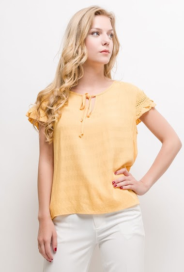 Short sleeve blouse. The model measures 170cm and wears S/M. Length:60cm