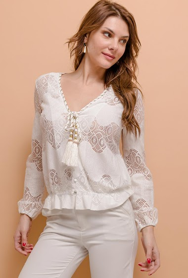 Bohemian blouse, tassels. The model measures 175cm and wears S/M. Length:58cm