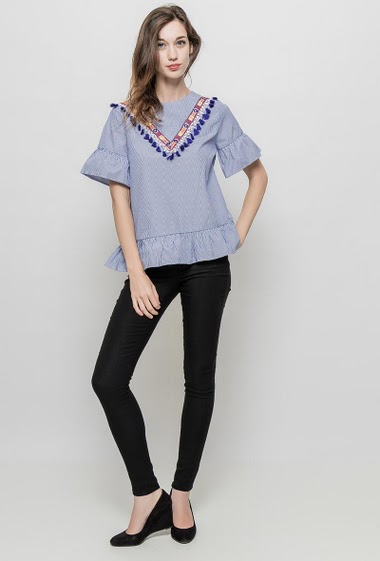 Blouse with embroideries and tassels, mirror strass, ruffle border, regular fit. The mannequin measures 177 cm and wears S