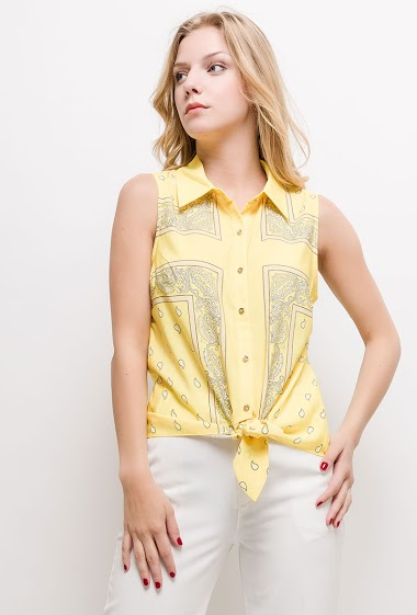 Knot top, scarf print. The model measures 170cm and wears S. Length:60cm