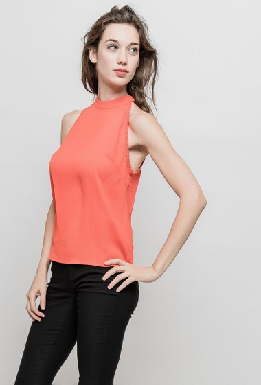 Tank top with tie collar, fluid fabric. The mannequin measures 177 cm and wears S/M