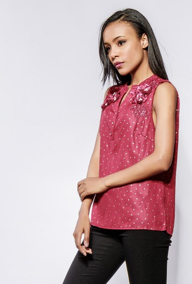 Tank top with shiny pattern, fancy flowers. The model measures 170cm and wears S/M