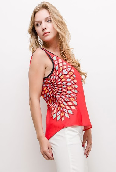 Sleeveless top, V beck with lace. The model measures 170cm and wears S/M. Length:60cm