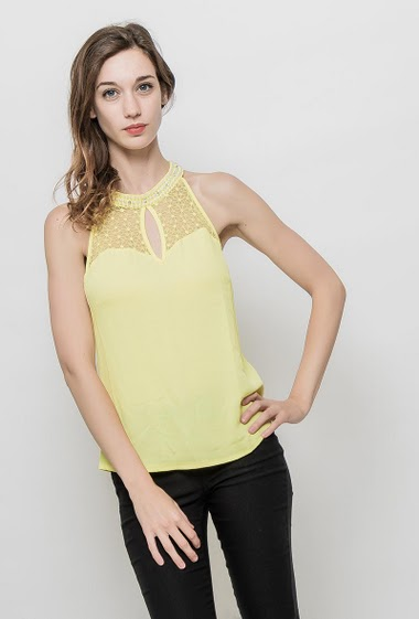 Lace tank top, crew neck decorated with pearls, flared fit. The mannequin measures 177 cm and wears S