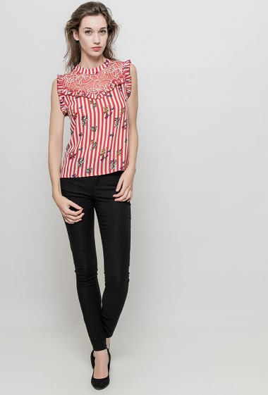 Tank top with lace, printed flowers and stripes, regular fit. The mannequin measures 177 cm and wears S/M