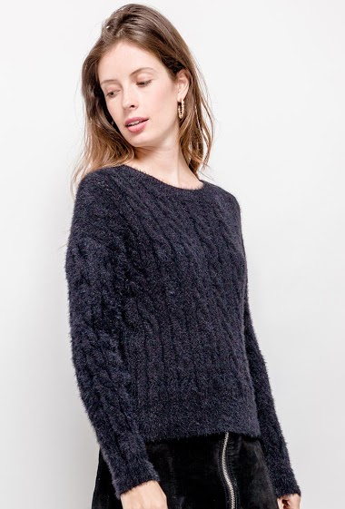 Cable knit sweater. The model measures 176cm, one size corresponds to 10/12(UK) 38/40(FR)