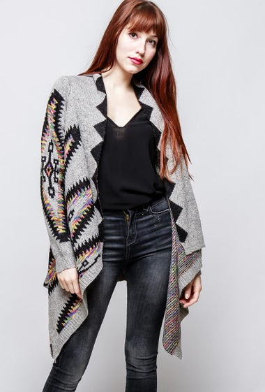 Open cardigan, shawl collar, asymmetric hem, ethnic pattern. The model measures 174cm, one size corresponds to 38-40