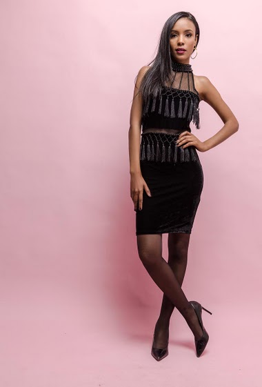 Perfect for parties. The model measures 170cm and wears S. Other : polyetylene