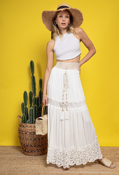 Maxi skirt in lace, tassels. The model measures 170 cm