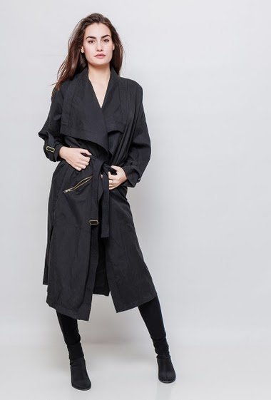 Trench-coat with belt and zipped pockets, long fit. The model measures 172cm and wears S