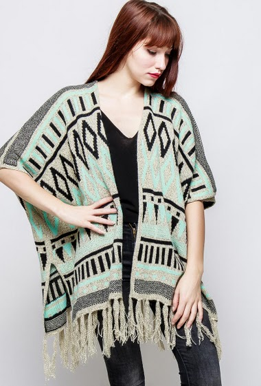 Open cardigan, short sleeves, fringe border. The model measures 174cm, one size corresponds to 38-40
