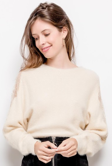 Sweater with lace. The model measures 176cm, one size corresponds to 10/12(UK) 38/40(FR). Length:69cm