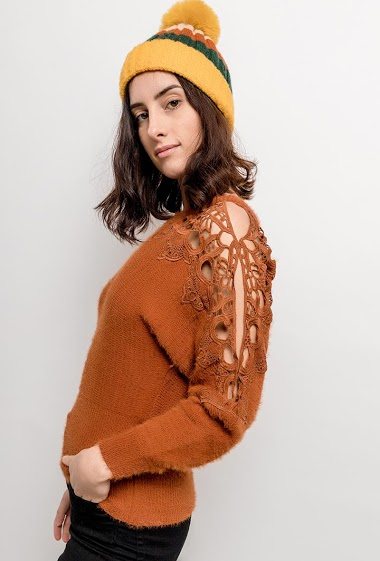 Soft sweater with lace. The model measures 176cm, one size corresponds to 10/12(UK) 38/40(FR). Length:64cm