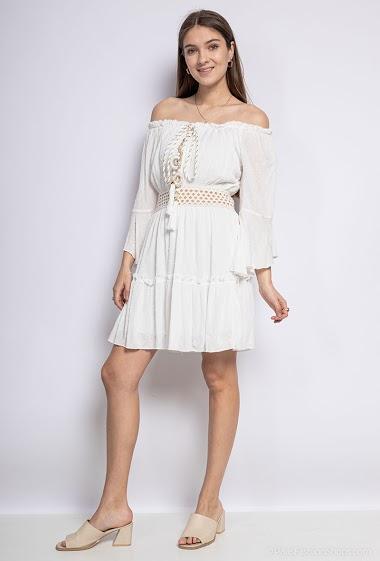 Off shoulder dress, lace, tassels. The model measures 172 cm