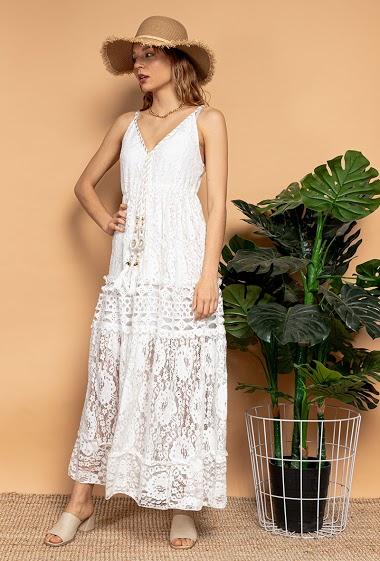 Lace dress with tassels. The model measures 175 cm