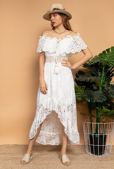 Lace dress, asymmetric hem, tassels, off shoulder design. The model measures 175 cm
