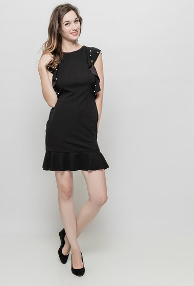 Sleeveless dress with ruffles decorated with pearls, close fit, zip back closure. The mannequin measures 177 cm and wears S