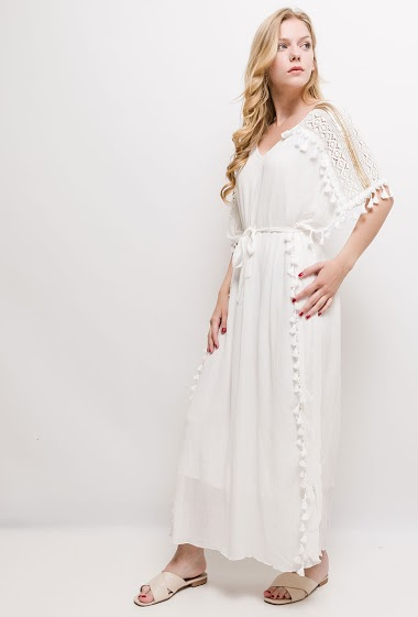 Maxi dress with tassels, sequins and lace yoke. The model measures 170cm and wears S/M. Length:135cm