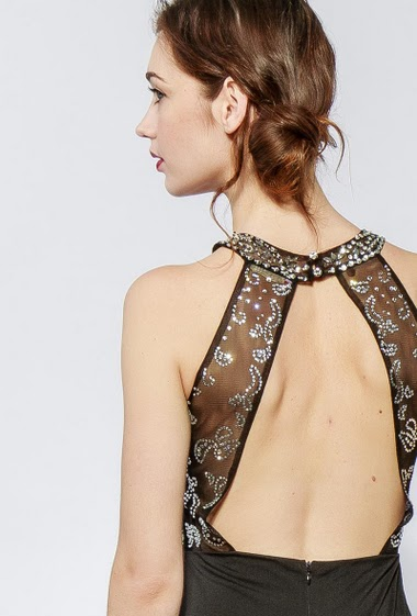 Sleeveless dress, open back, padded chest, tulle with strass, embroidered pearls. The model measures 177cm and wears S