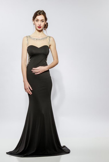 Sleeveless dress, transparent back, padded chest, tulle with strass. The model measures 177cm and wears S