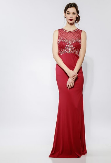 Sleeveless long dress, embroidered pearls, strass, tulle yoke, padded chest. The model measures 177cm and wears S