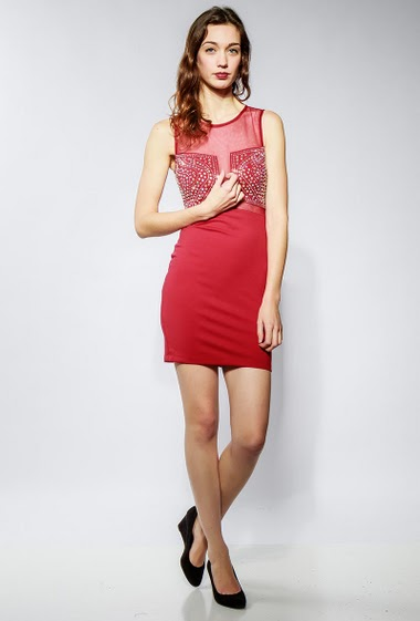 Sleeveless dress, decorative strass, transparent back. The model measures 177cm and wears S