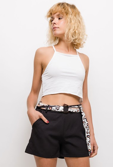 Shorts with leopard belt