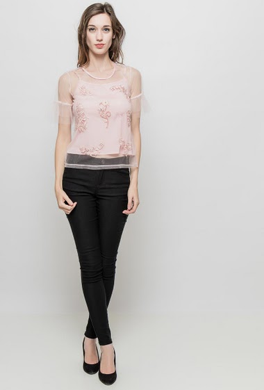 Tulle top with applied lace, sold with a tank top, regular fit. The mannequin measures 177 cm and wears S/M