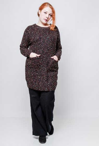 Tunic sweater with pockets. The model measures 172cm, one size corresponds to 42/44