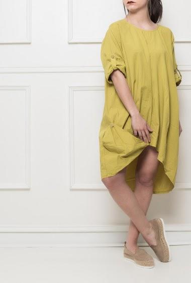 Robe en coton, coupe asymétrique, manches courtes retroussables