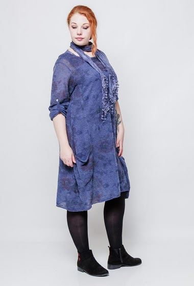 Dress with roll-up sleeves, scarf, printed flowers. The model measures 172cm, one size corresponds to 42/44