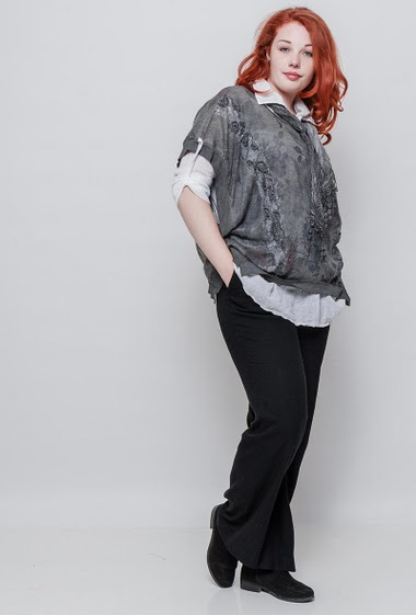 Top with integrated shirt, printed flowers,  loose fit, sold with a scarf. The model measures 172cm, one size corresponds to 42-46