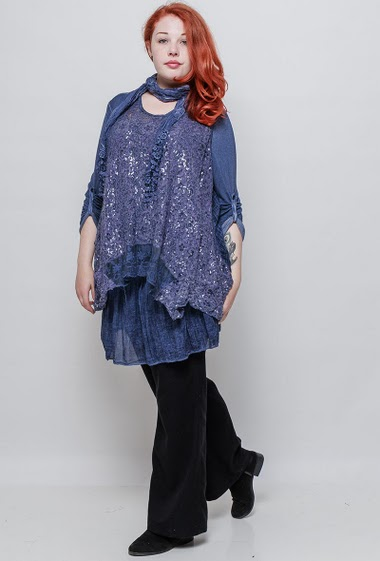 2 in 1 tunic, lace with sequins, flared fit. The model measures 172cm, one size corresponds to 42-46