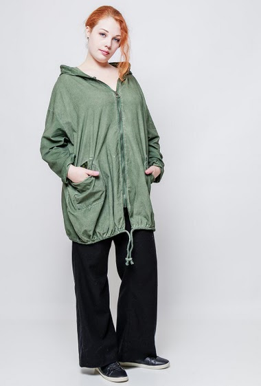 Oversized jacket, front in ribbed velvet, fleece back, pokets, zip closure.The model measures 172cm, one size corresponds to 42-46